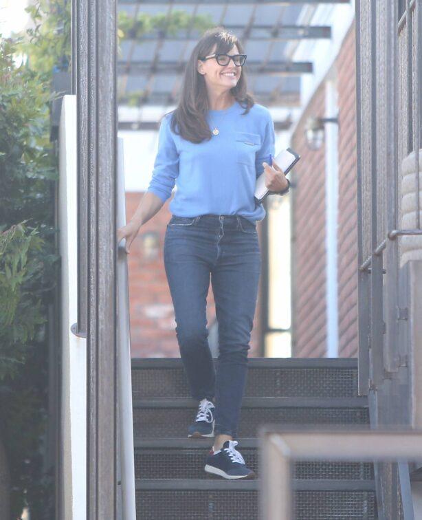 Jennifer Garner - Spotted at her office in Brentwood