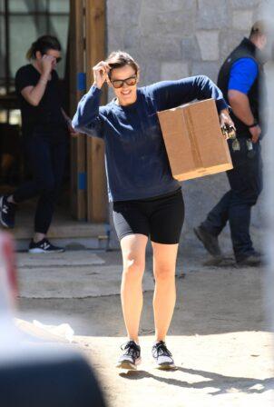Jennifer Garner - Spotted her home under construction in Brentwood