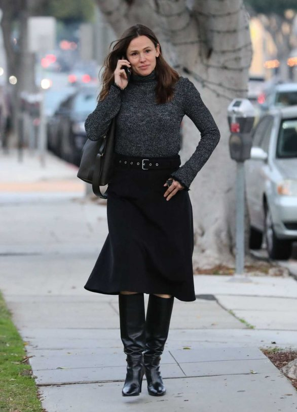 Jennifer Garner - Spotted out in Santa Monica