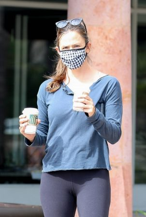 Jennifer Garner - Spotted while getting morning coffee in Malibu