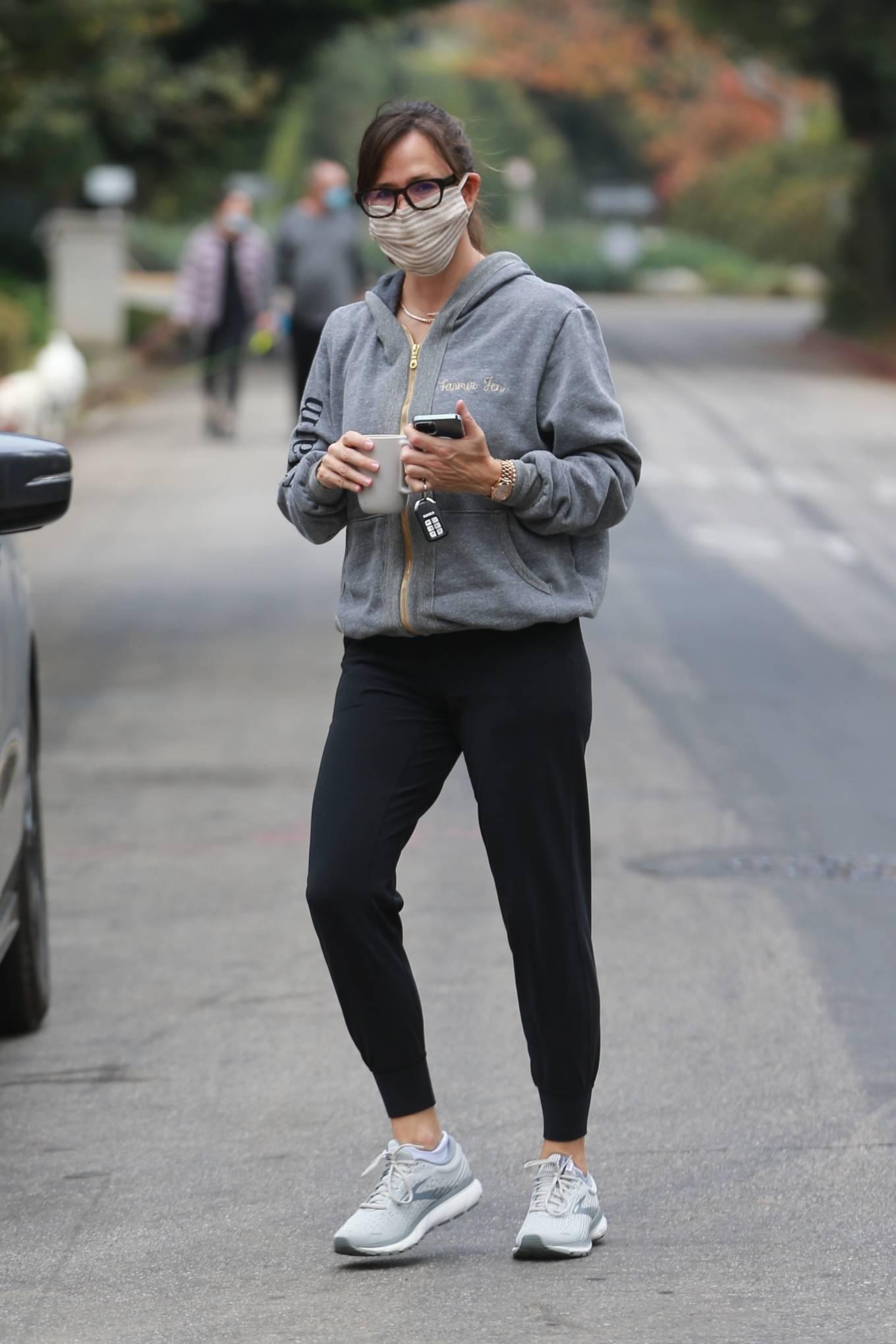 Jennifer Garner - steps out for a walk in Santa Monica