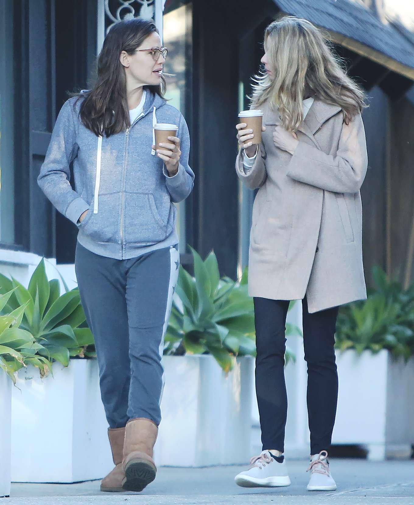 Jennifer Garner 2020 : Jennifer Garner – Strolling in Los Angeles-02