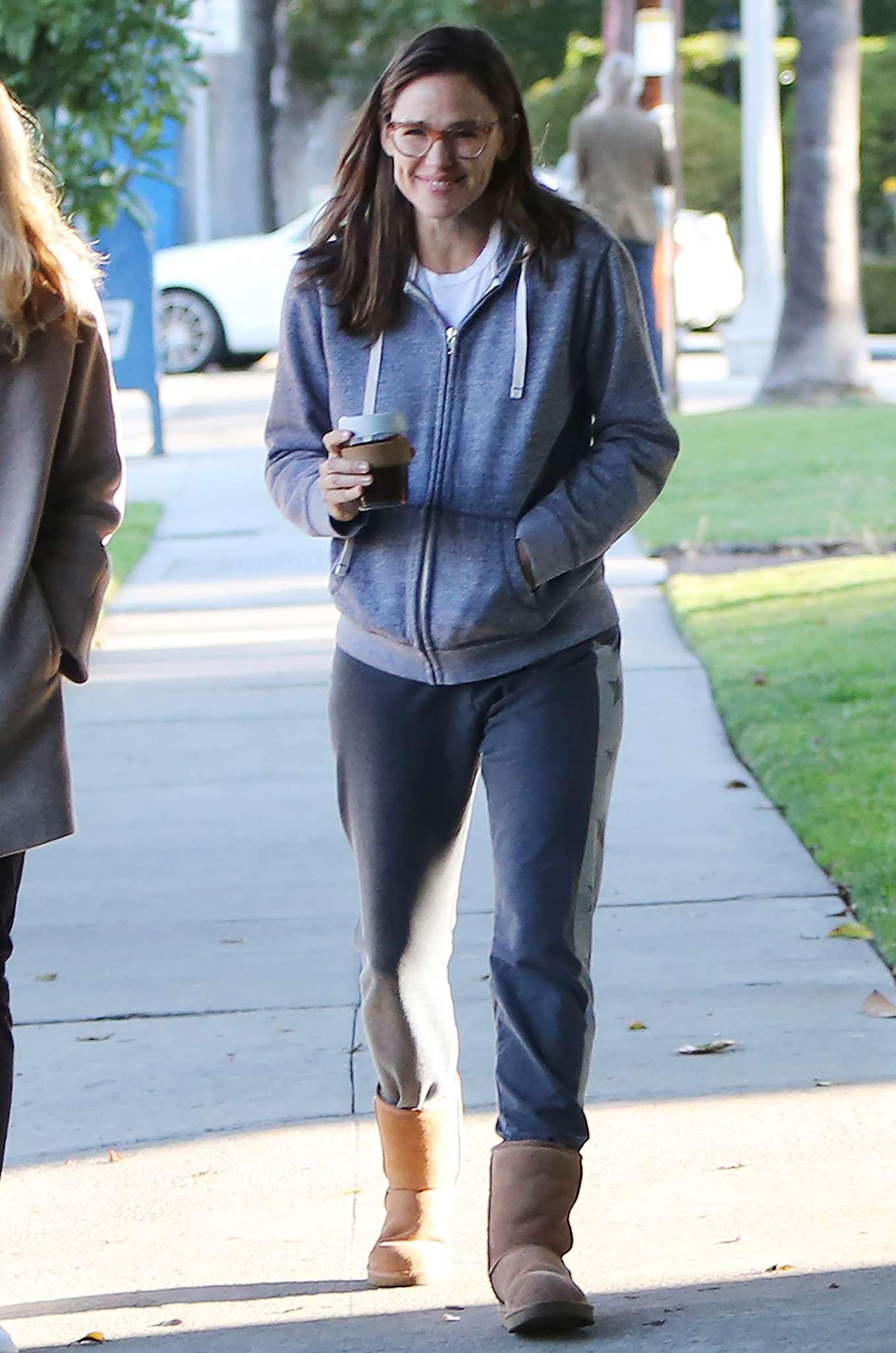 Jennifer Garner 2020 : Jennifer Garner – Strolling in Los Angeles-07