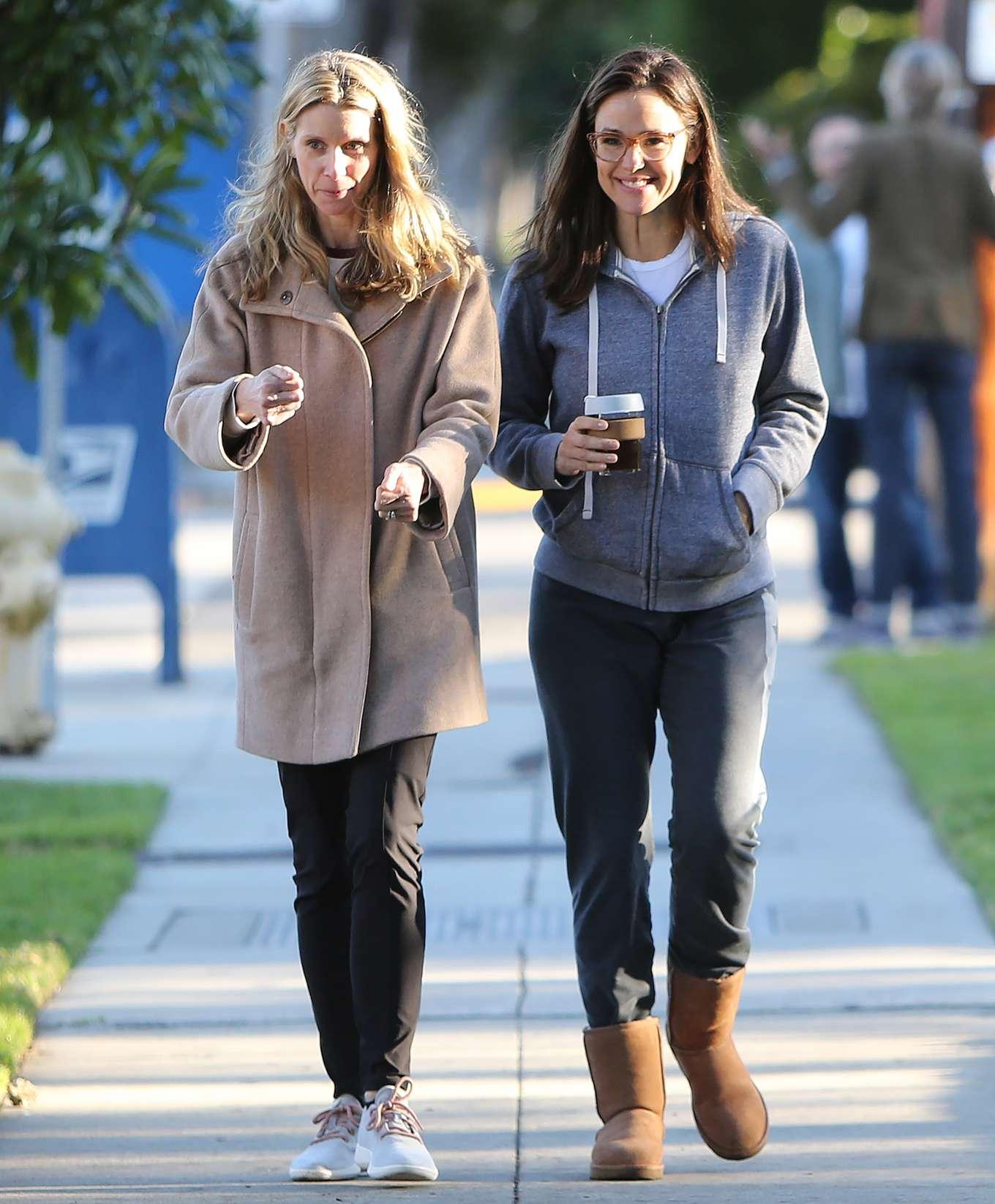 Jennifer Garner 2020 : Jennifer Garner – Strolling in Los Angeles-16