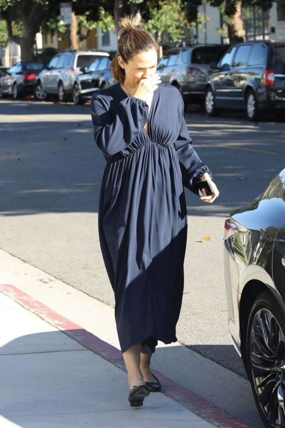 Jennifer Garner - Sunday Church Service in Pacific Palisades