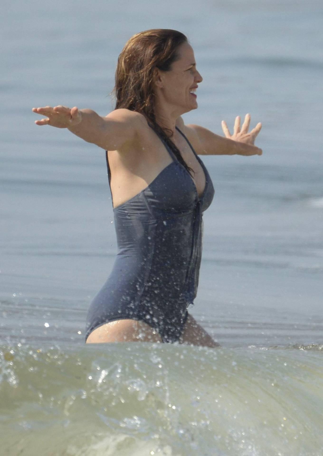 Jennifer Garner - Swimsuit candids at the beach in Malibu
