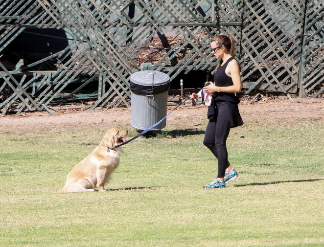 Jennifer Garner training the family Golden Retriever in Los Angeles
