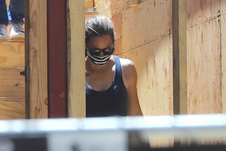Jennifer Garner 2020 : Jennifer Garner – Visits her new mansion in Brentwood-05