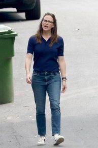Jennifer Garner - Walk in Los Angeles