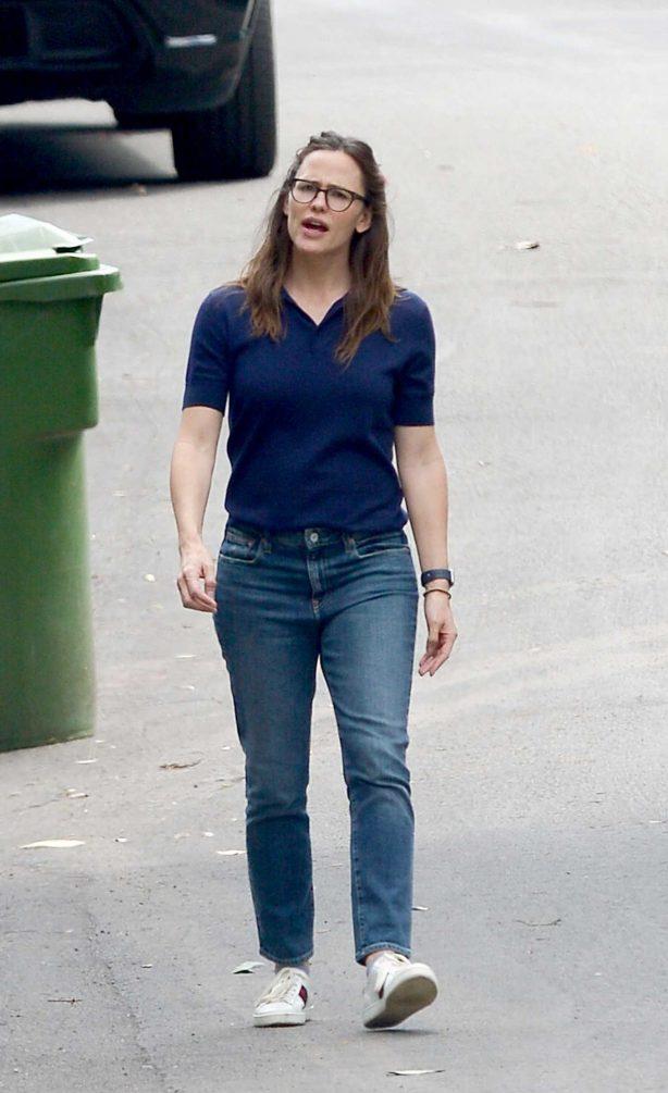 Jennifer Garner - Walk in Los Angeles