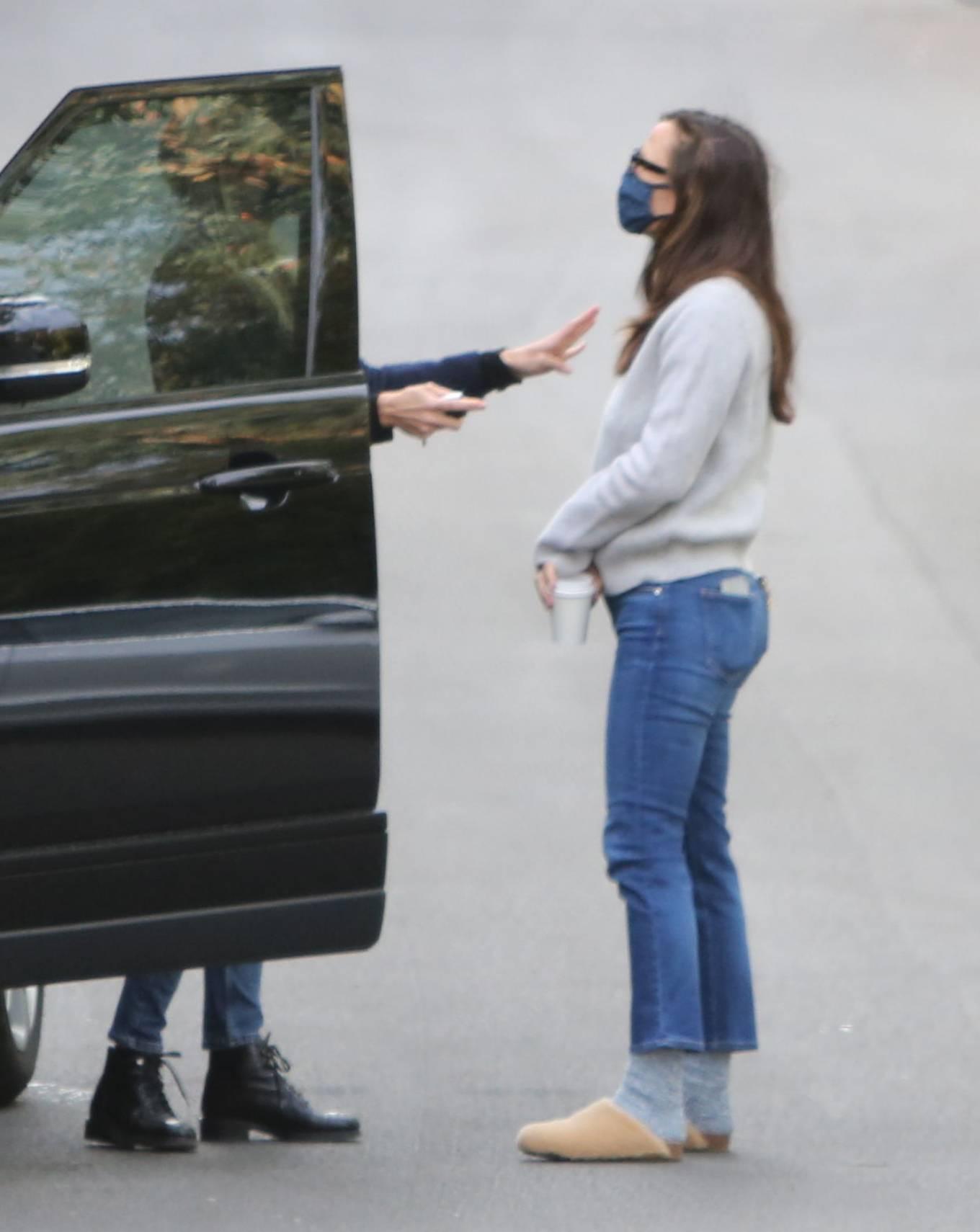 Jennifer Garner - Wearing UGG in Brentwood