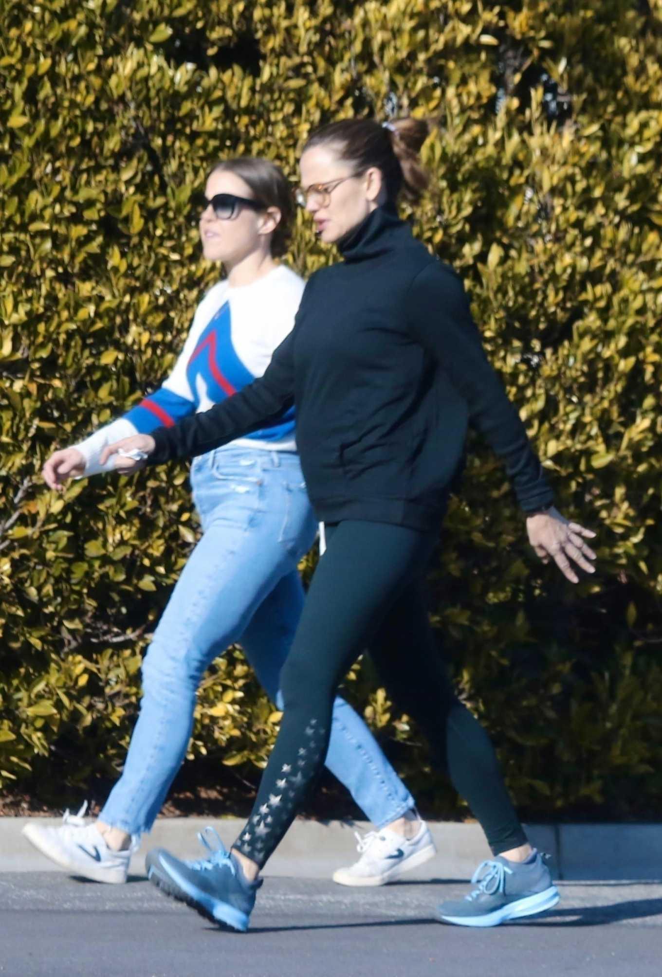Jennifer Garner 2020 : Jennifer Garner with a friend out for a power walk session in Pacific Palisades-01