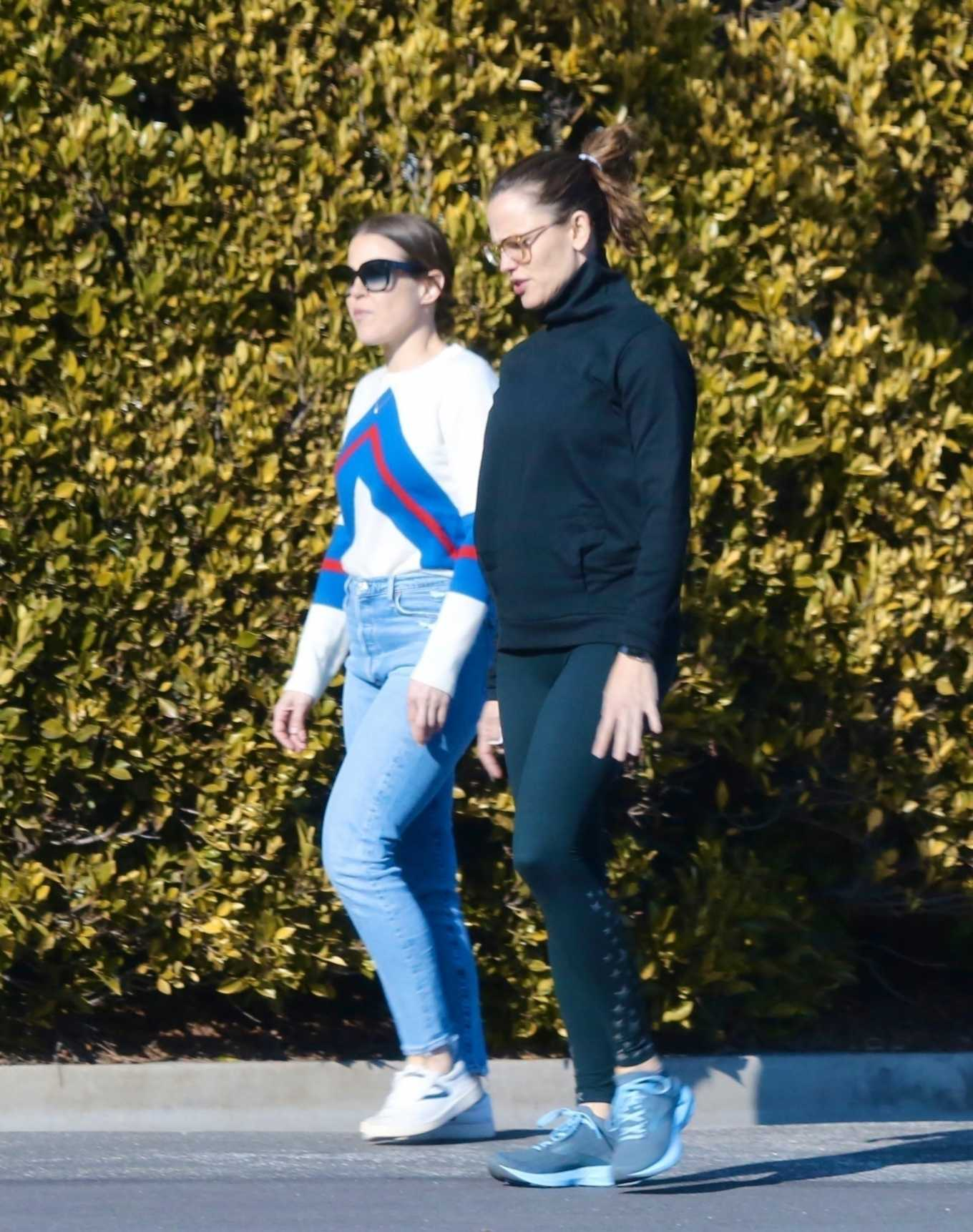 Jennifer Garner 2020 : Jennifer Garner with a friend out for a power walk session in Pacific Palisades-13