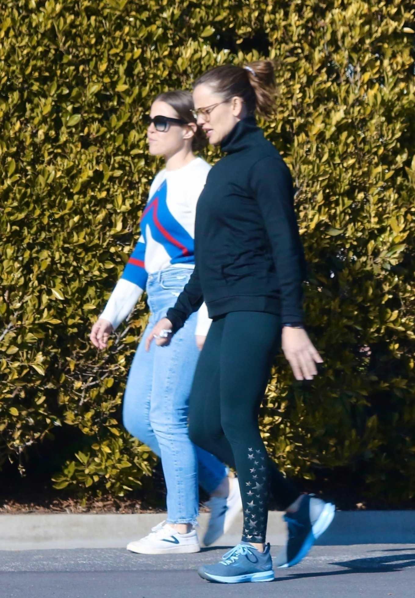Jennifer Garner 2020 : Jennifer Garner with a friend out for a power walk session in Pacific Palisades-21