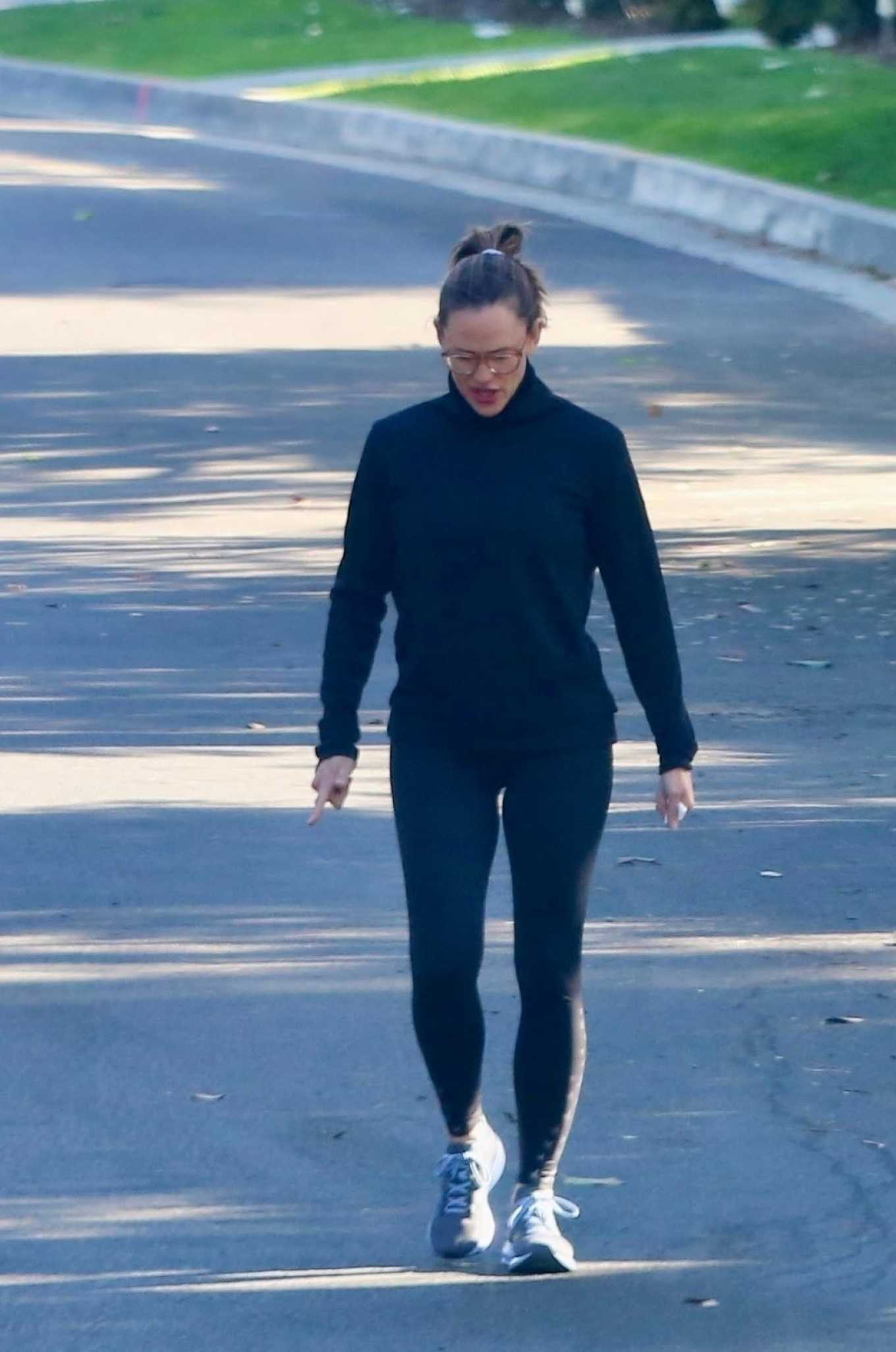 Jennifer Garner 2020 : Jennifer Garner with a friend out for a power walk session in Pacific Palisades-27