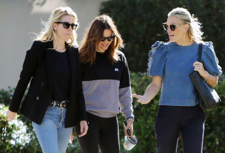 Jennifer Garner 2019 : Jennifer Garner: With her Friends-03