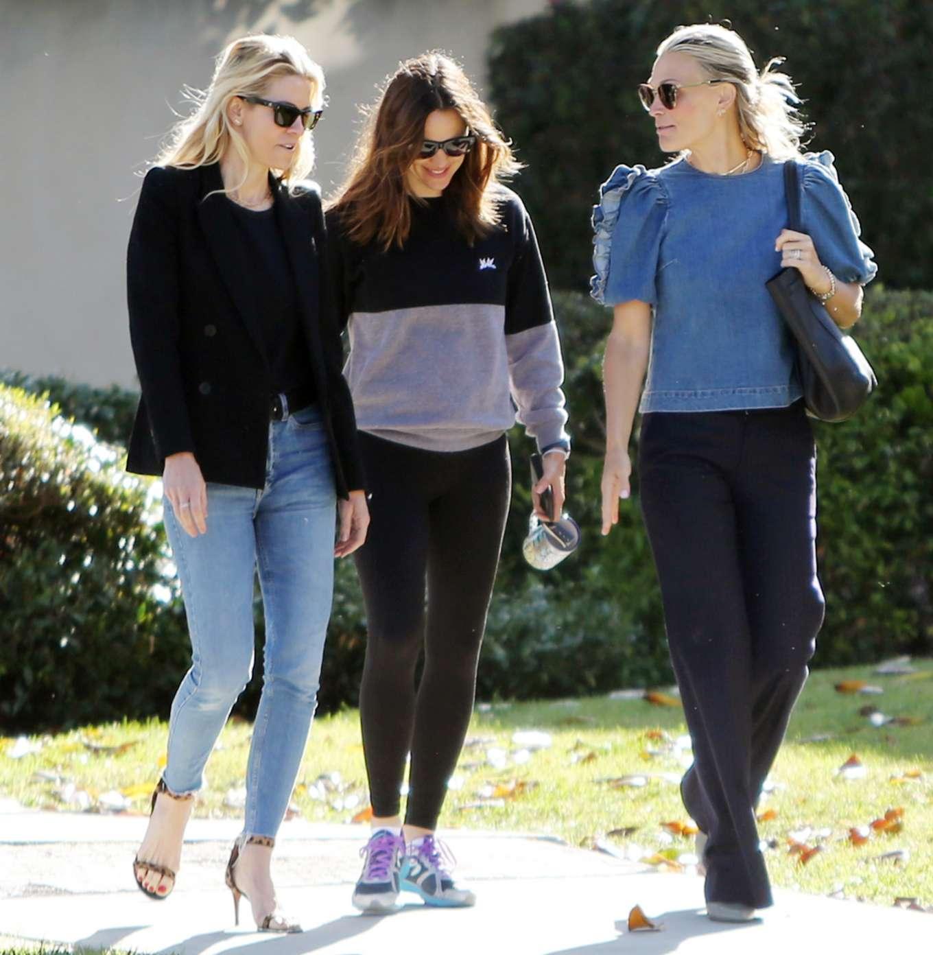 Jennifer Garner 2019 : Jennifer Garner: With her Friends-12