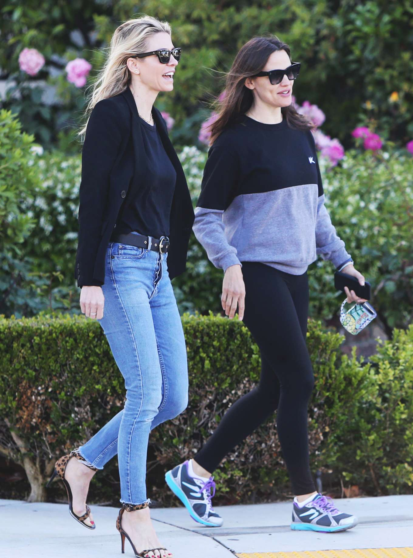 Jennifer Garner - With her Friends Out in Los Angeles