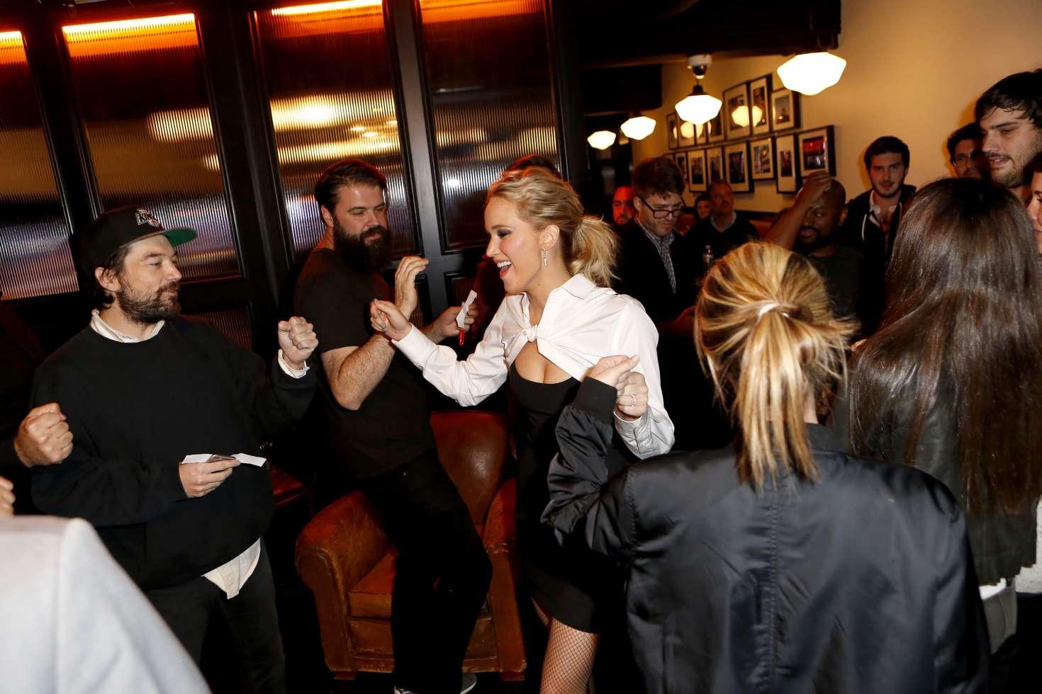 Jennifer Lawrence 2017 : Jennifer Lawrence and Kim Kardashian at Jimmy Kimmel Live -03