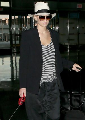 Jennifer Lawrence - Arrives at JFK airport in New York
