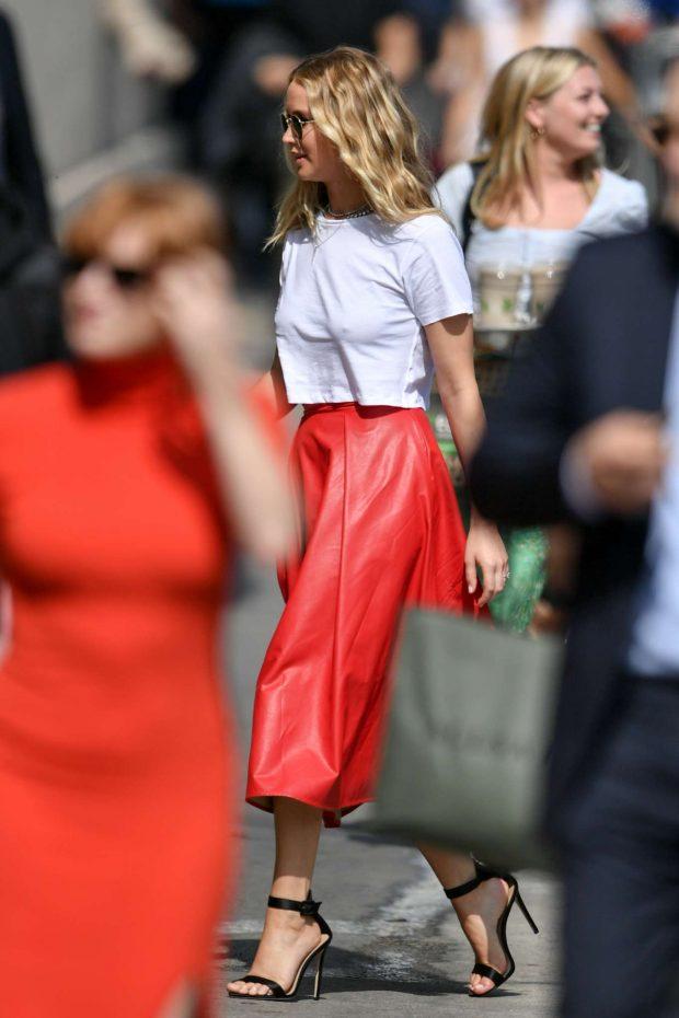 Jennifer Lawrence - Arrives at Jimmy Kimmel Live! in Los Angeles