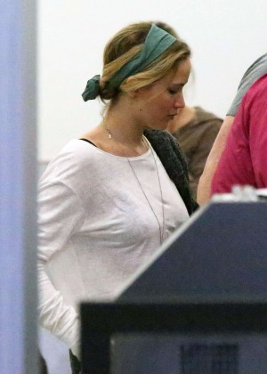 Jennifer Lawrence - Arrives at Los Angeles International Airport