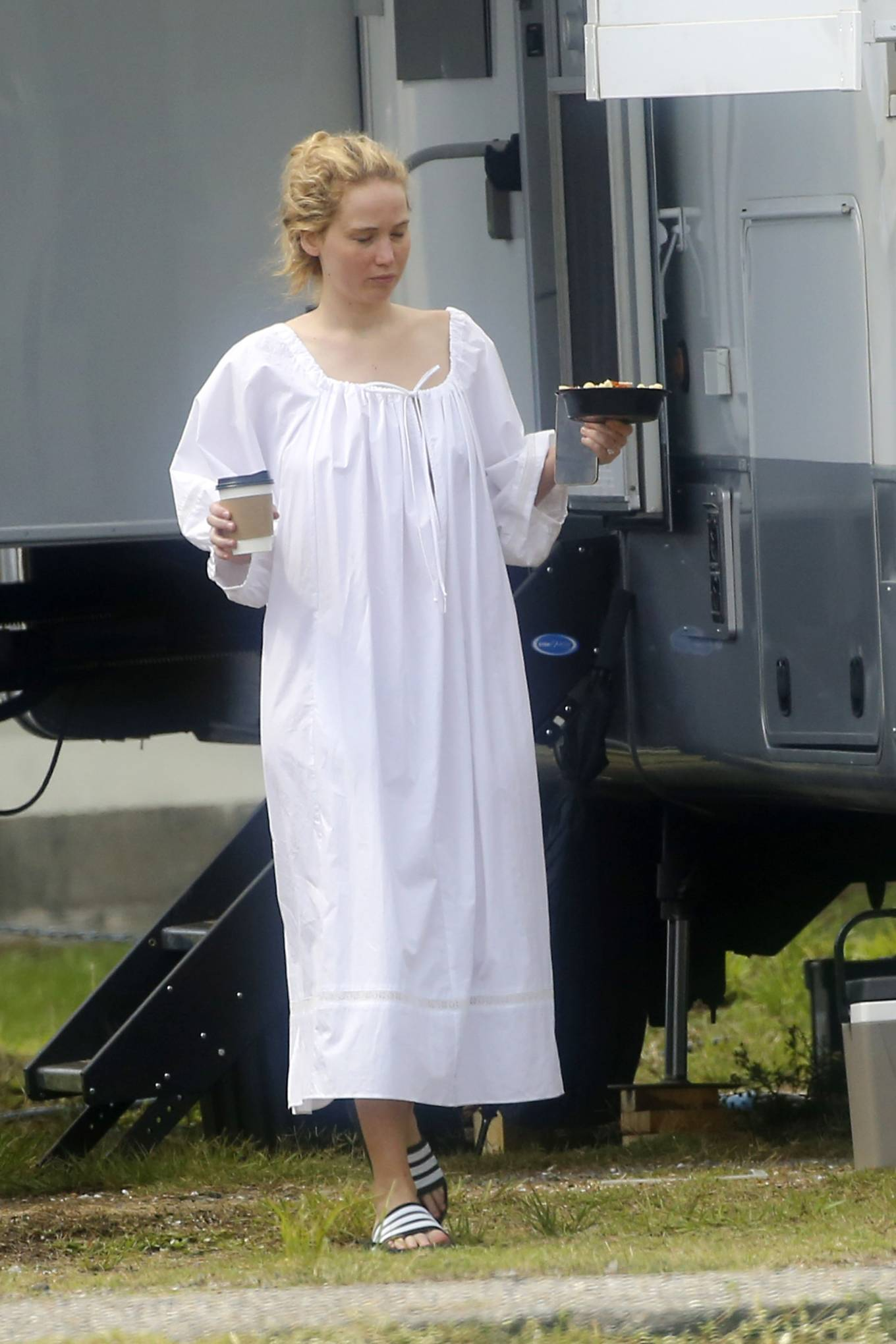 Jennifer Lawrence - Arrives at the set of her new film 'Red, White and Water' in New Orleans