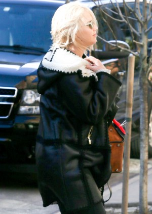 Jennifer Lawrence - Arriving at her hotel in NYC