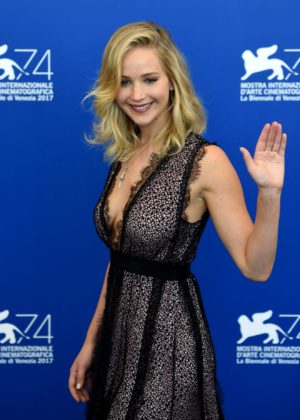 Jennifer Lawrence - At Mother Photocall - 2017 Venice Film Festival