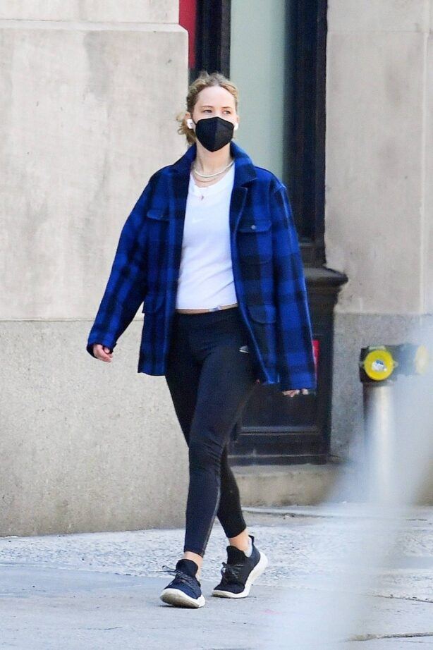 Jennifer Lawrence - Bundles up in an oversized flannel for errands out in Tribeca - New York