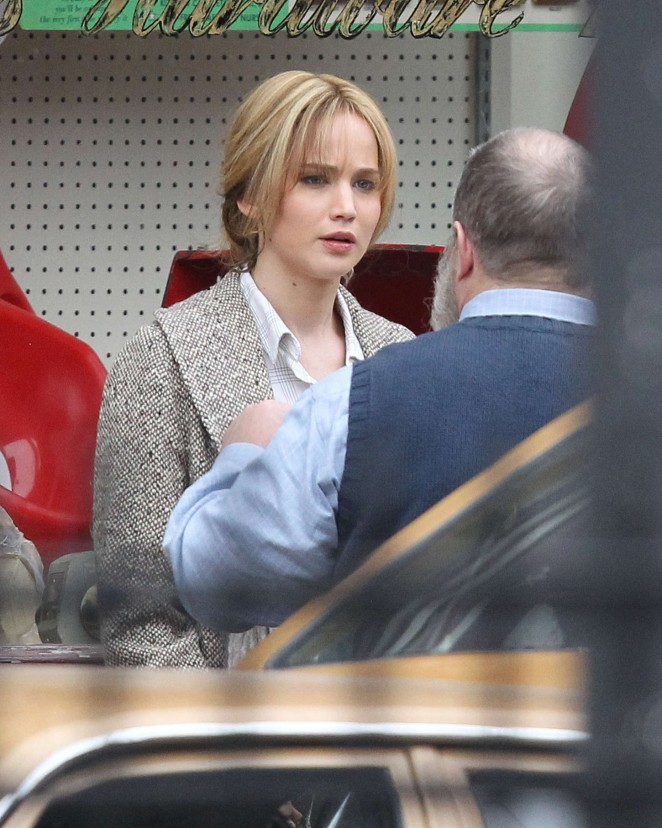 Jennifer Lawrence - Filming 'Joy' in Lynn