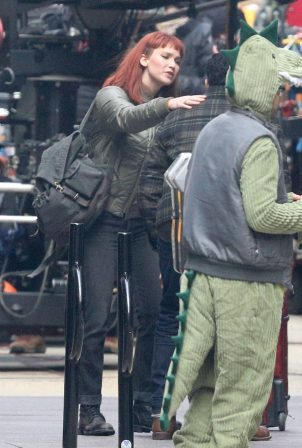 Jennifer Lawrence - Films a scene for Don't Look Up in downtown Boston
