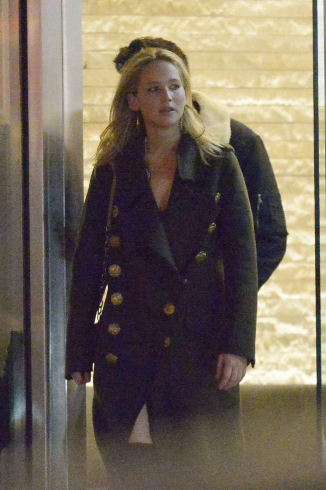 Jennifer Lawrence - Goes on a dinner in NYC