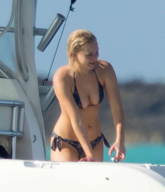 Jennifer Lawrence im Bikini Bilder