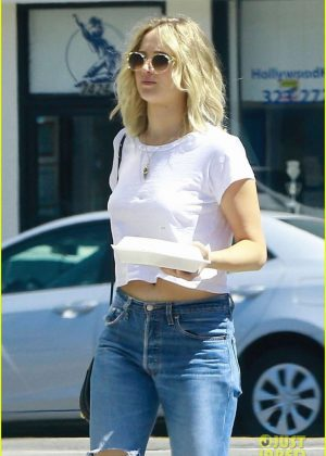 Jennifer Lawrence in Jeans Out for lunch in LA