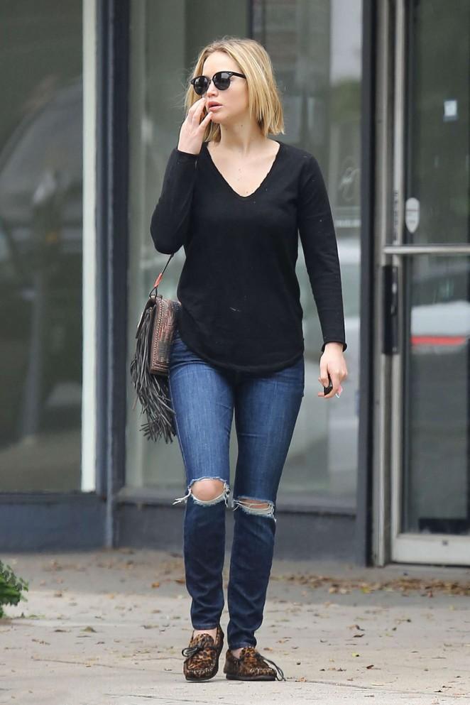 Jennifer Lawrence Booty in Jeans -01