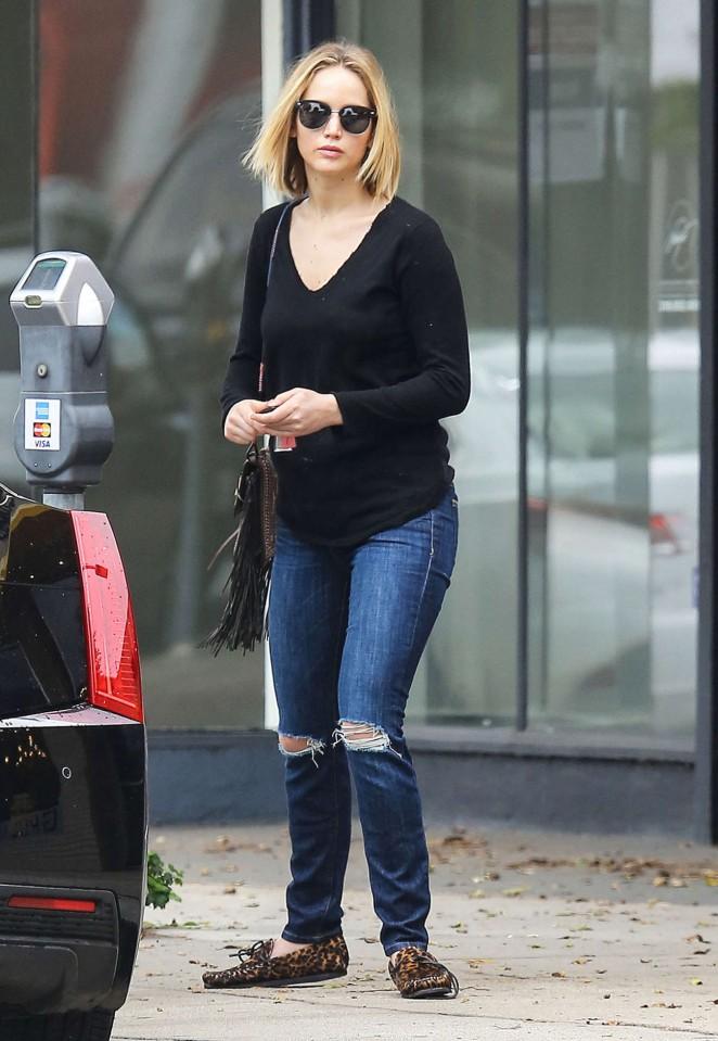 Jennifer Lawrence Booty in Jeans -21