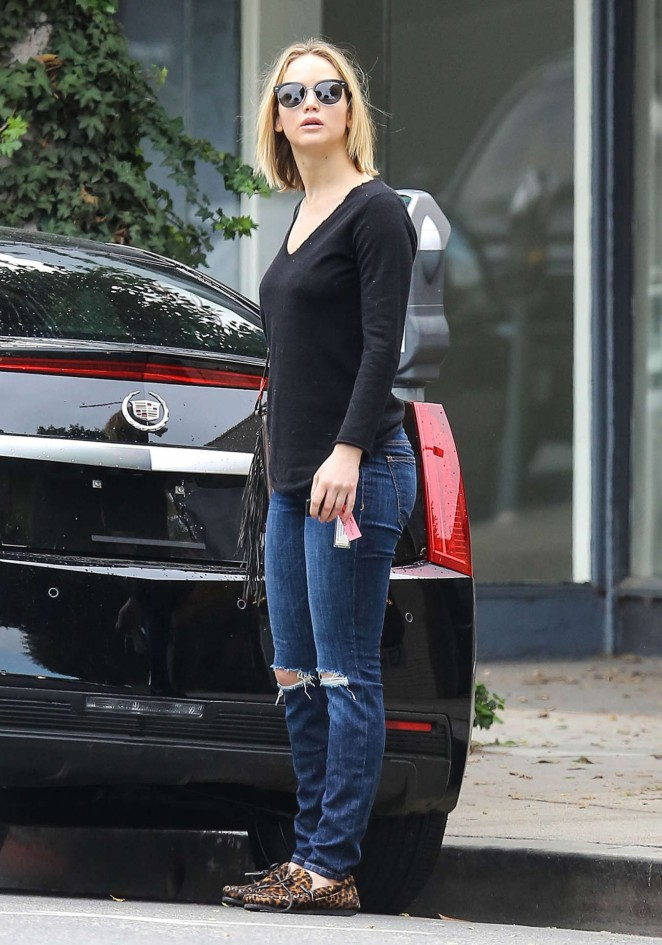 Jennifer Lawrence Booty in Jeans -27