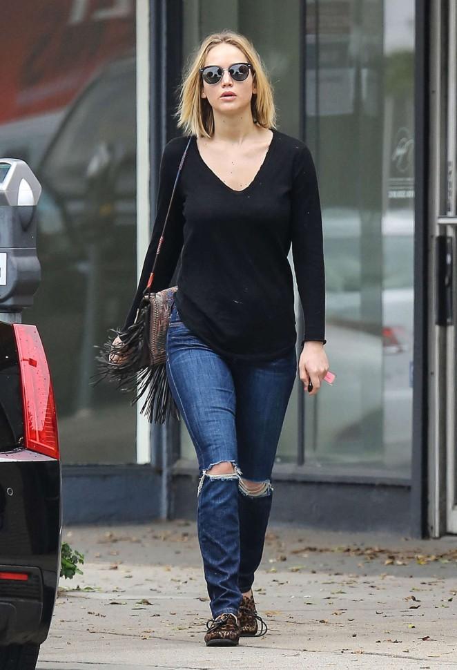 Jennifer Lawrence Booty in Jeans -28