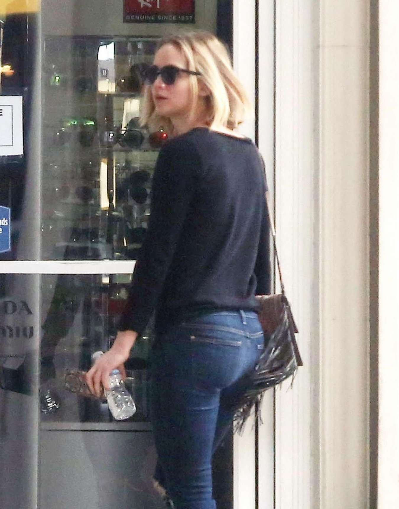 Jennifer Lawrence Booty in Ripped Jeans out in NY