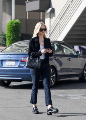 Jennifer Lawrence - Leaves an office building in LA
