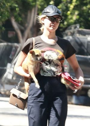 Jennifer Lawrence - Leaves The Four Seasons Hotel in Beverly Hills