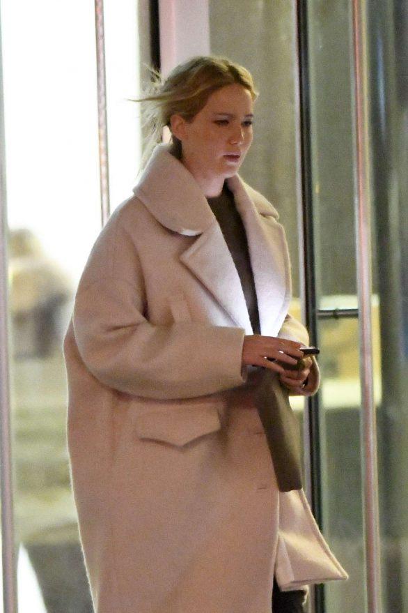 Jennifer Lawrence - Out for dinner at Milo's restaurant in New York City