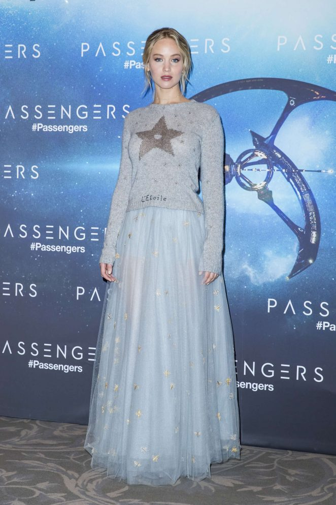 Jennifer Lawrence - 'Passengers' Photocall in Paris