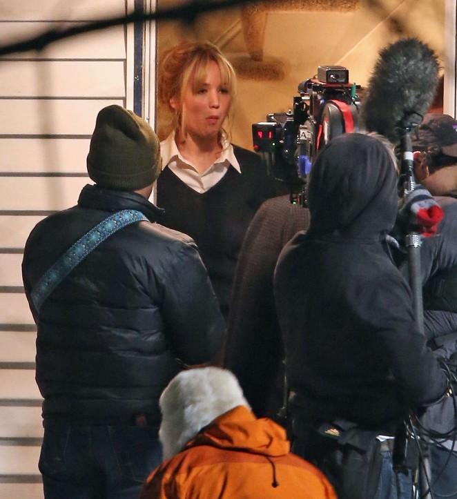 Jennifer Lawrence - Set of 'Joy' in Boston