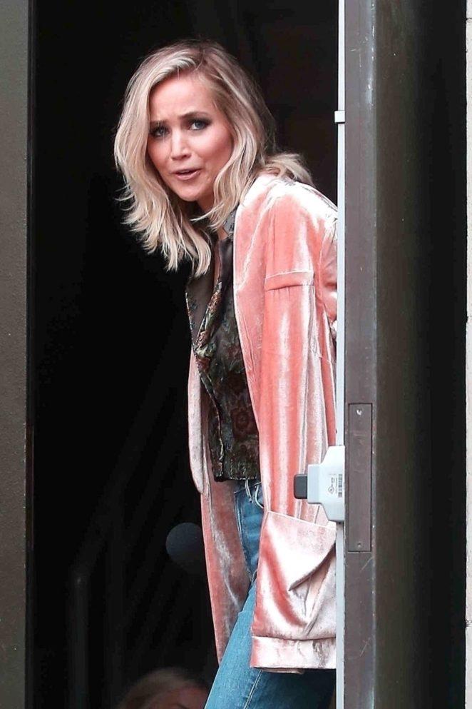 Jennifer Lawrence – Shooting 'Jimmy Kimmel Live' at the Walk of Fame in LA