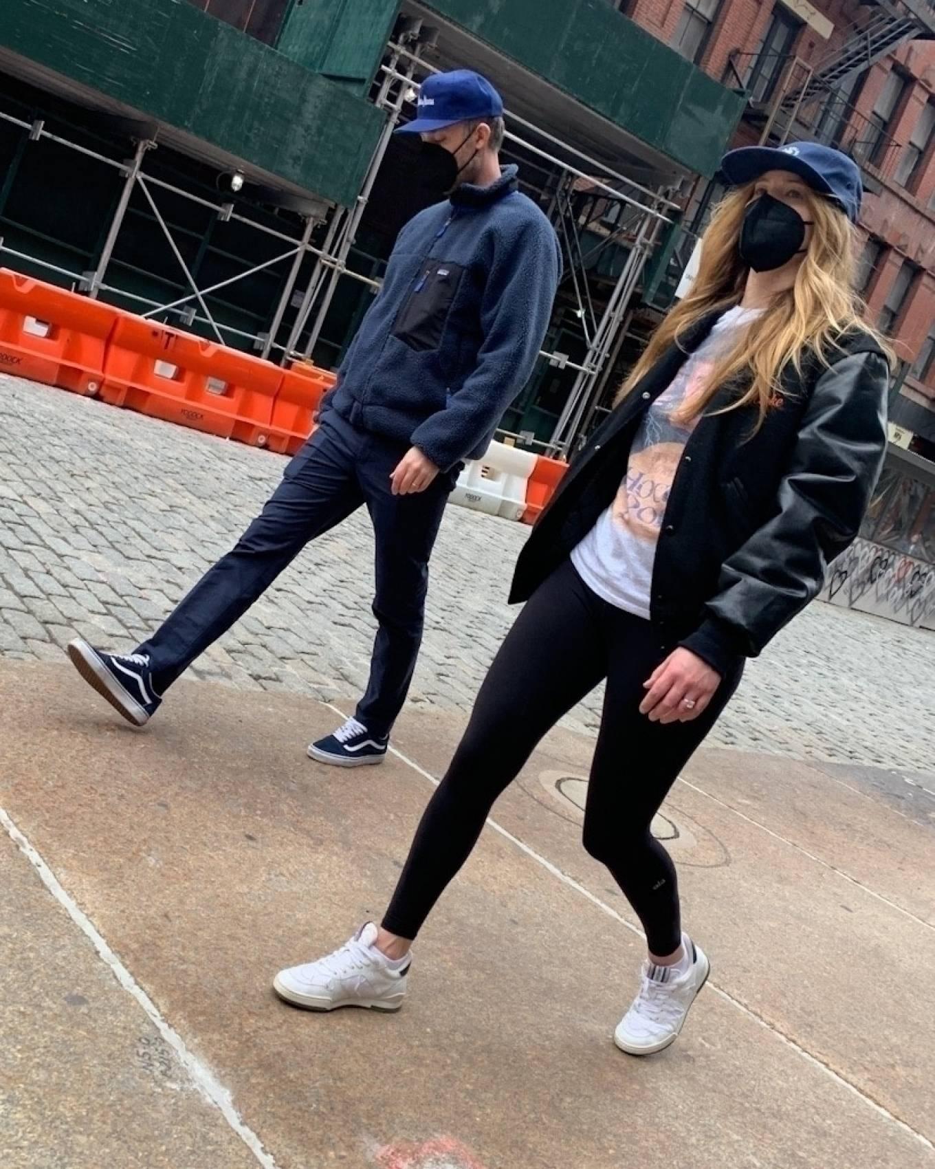 Jennifer Lawrence 2021 : Jennifer Lawrence – Steps out for a stroll in New York-05