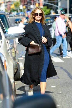 Jennifer Lawrence - Steps out to run errands in Manhattan
