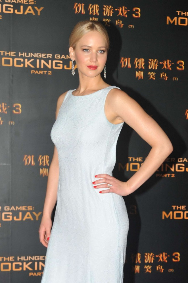Jennifer lawrence in hunger games full body