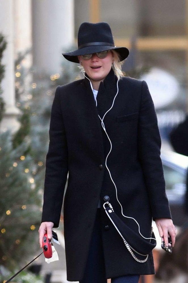 Jennifer Lawrence - Walking her dog in New York